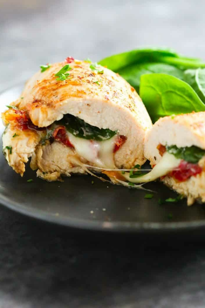 8 essen schwangerschaft abendessen ideen gefüllte hänchenbrust mit spinat käse und bakon