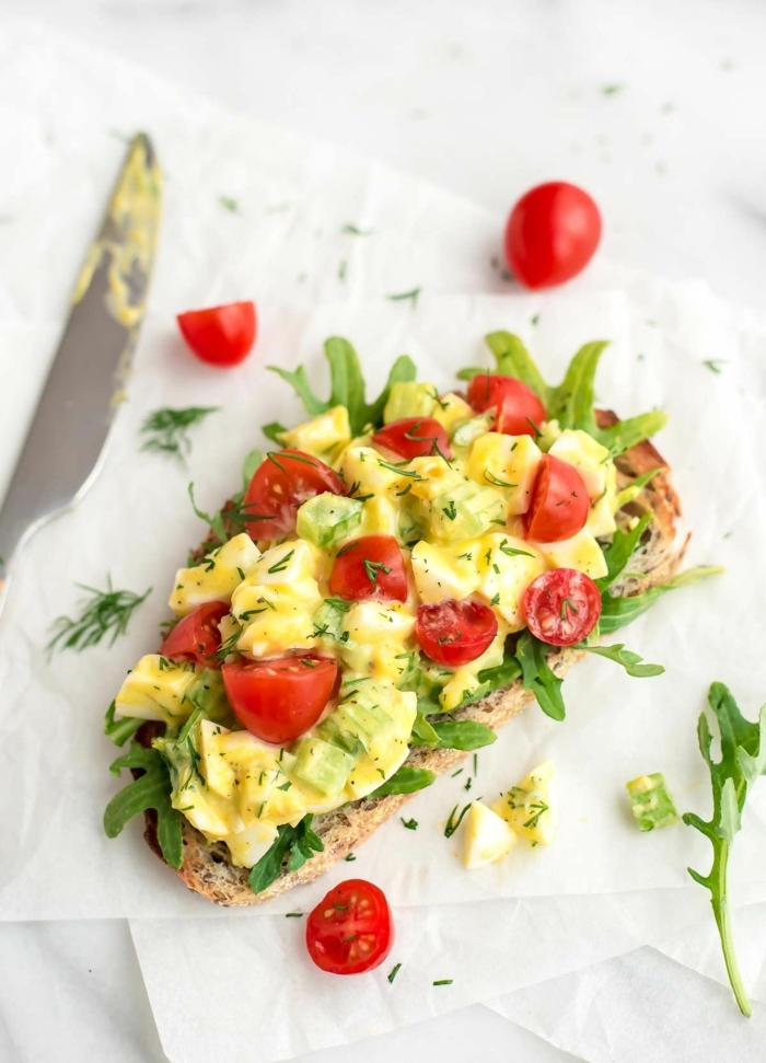 8 essen schwangerschaft frühstücksideen helahty toast mit eiern und cherry tomaten