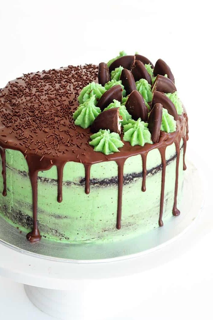 drip cake geburtstagskuchen selber machen, torte mit schokolade und pfefferminze