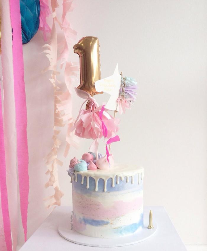 drip cake rosa und blau, torte zum 1 geburtstag kind, kindergeburtstag ideen