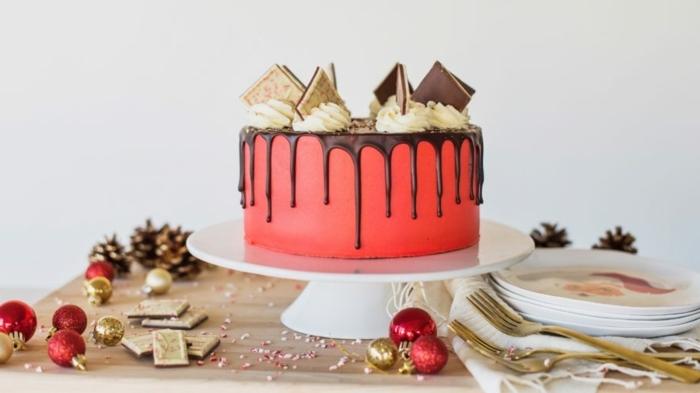 drip cake schokol, nachtisch zu weihanchten, red velvet torte dekroeirt mit buttercreme und keksen