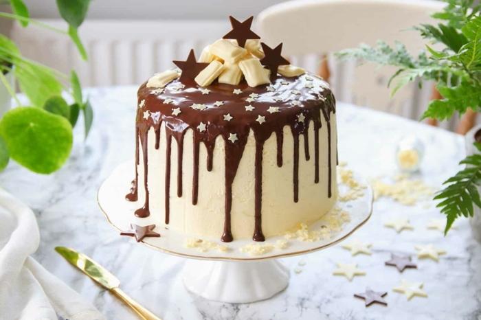geburtstagstorte dekoideen, drip cake schoko, torte dekorieren, zuckersterne