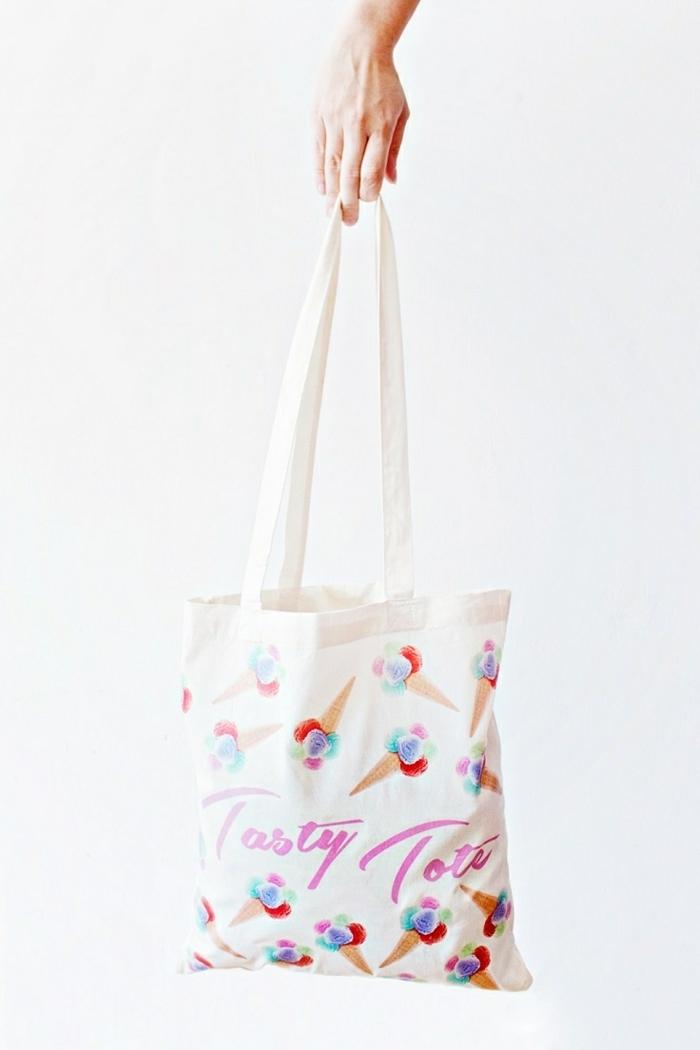 einfache tasche nähen anleitung handtasche aus weißem stoff dekoriert mit eiscremen