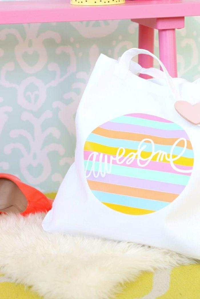 einfache tasche nähen mit innenfutter handtasche aus weißem stoff deko in den regenbogen farben
