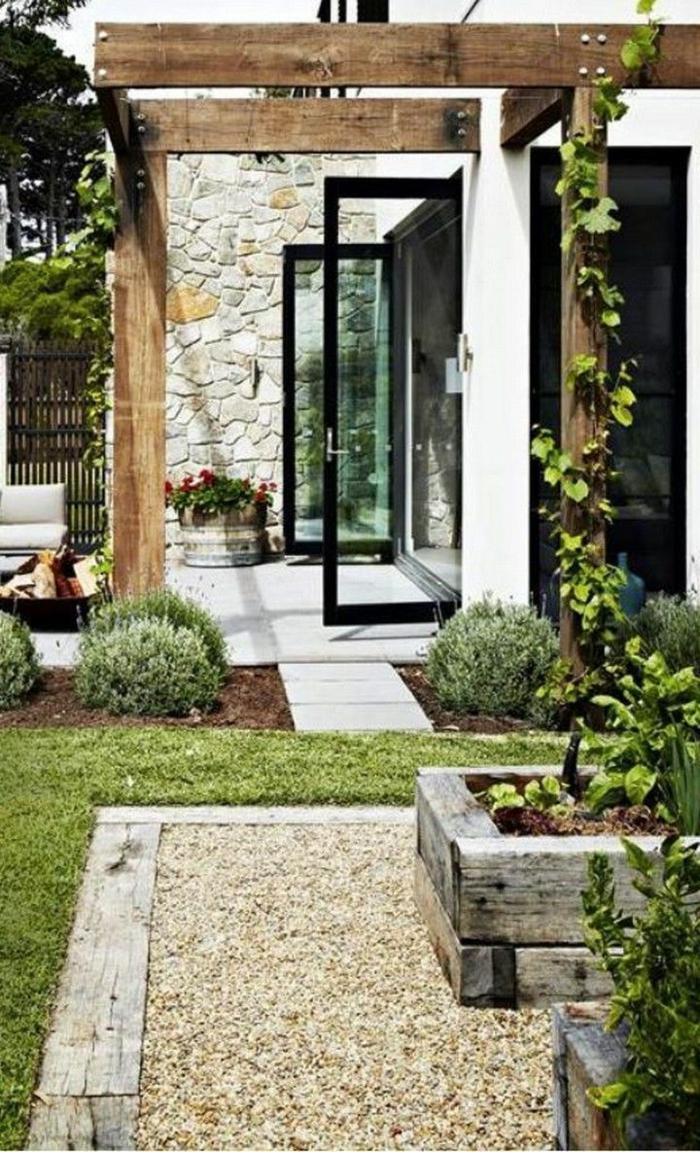 elegante garteneinrichtung idee gartengestaltung mit steinen und grünen pflanzen sichtschutz holz