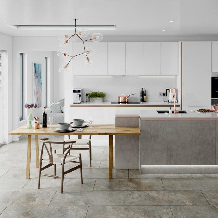 Kücheninsel mit Sitzgelegenheit, Esstisch aus Holz, Lampe und Utensilien mit Kupfer Akzente, weiße Küchenschränke