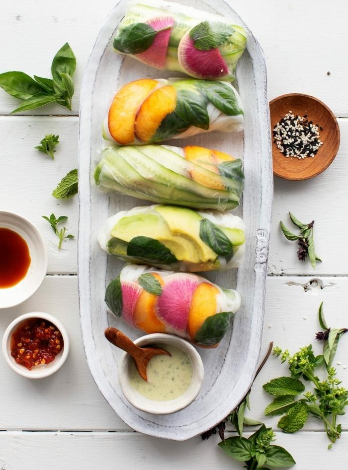 ernährungsplan für schwangere frühlingsrollen mit gemüse und obst verschiedene zutaten zubereitung
