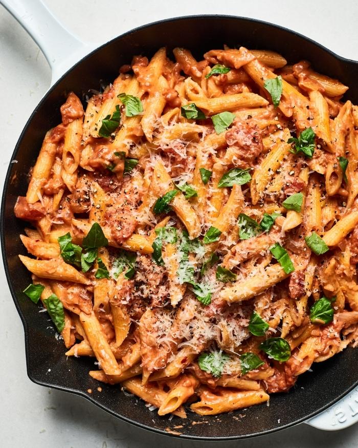 ernährungsplan schwangerschaft pasta mit ffleisch käse und frischen kräutern abendessen ideen