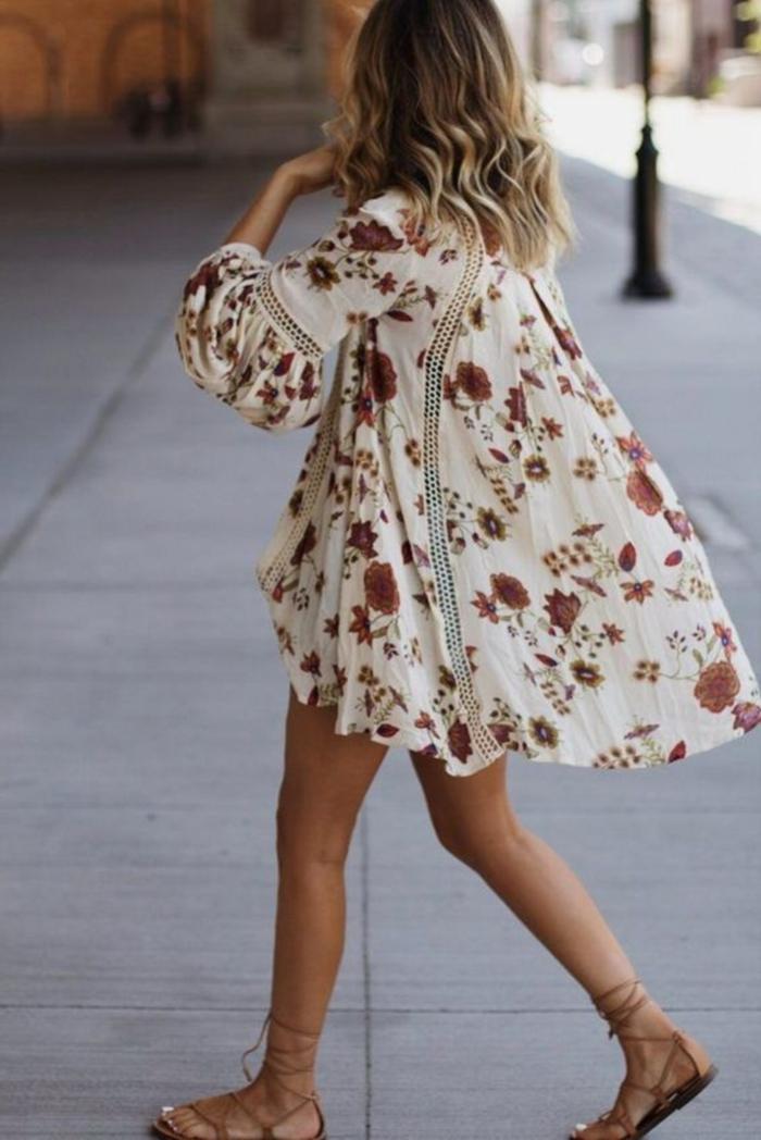 free people sommerkleider bohemian chic style boho chic weites weißes kleid mit roten rosen schicke sommerkleider