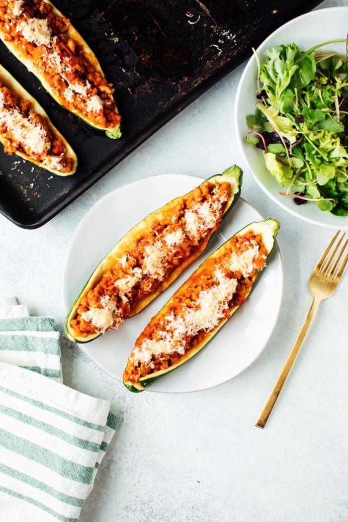 gefüllte zucchini mit truthahn mit käse paleo lebensmittel gesunde ernährung