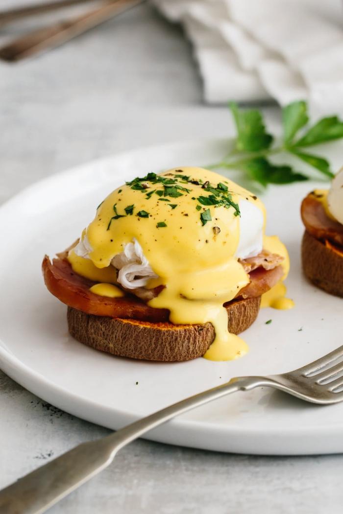 gesunde eier benedict mit süßkartoffeln ei holländischer sauce was ist paleo ernährung leckere gerichte zubereiten