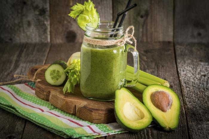 gesunde smoothies zum abnehmen grüner smoothies aus avocado sellerie und gurke