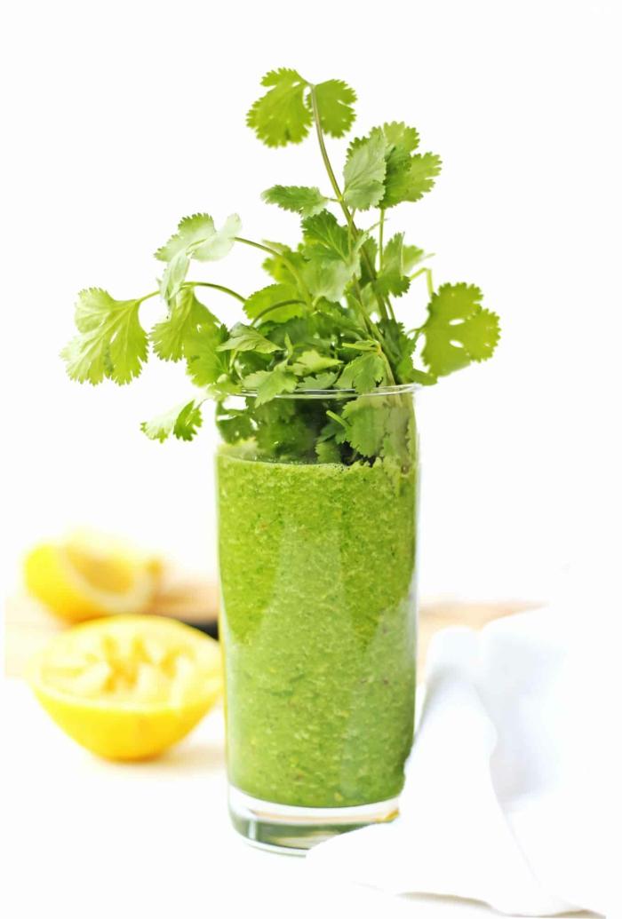 grüne smoothies rezepte detox blattgemüse apfel birne banane wasser
