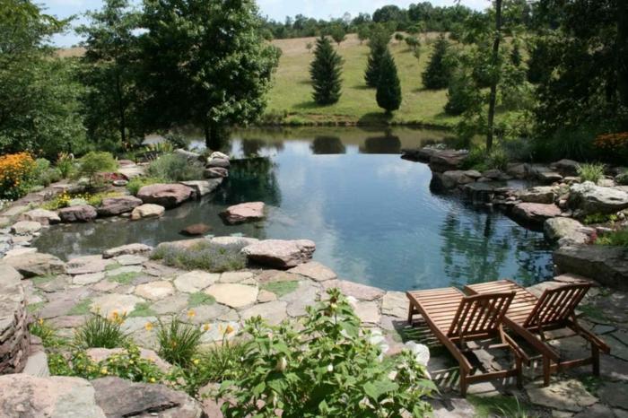 großer garten mit schwimmbad zwei liegestühle gartengestaltung beispiele und bilder dekoration idenn mit steinen