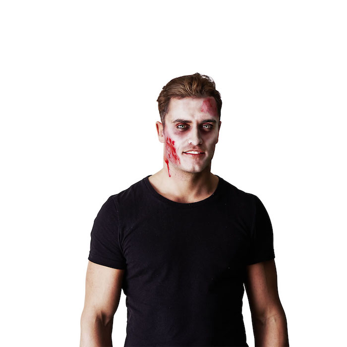 halloween schminken wampir schminken ein mann mit schwarzem t shirt mann auswaschbares kunstblut selber machen hausmittel