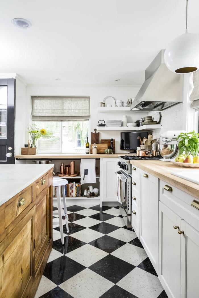 schwarz weiße quadratische Bodenfliesen, weißen Küche, moderne Küche mit Kochinsel, mit Holzschränken