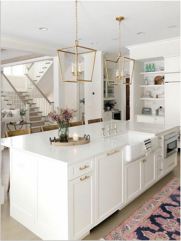 geometrische goldenen Lampen mit Kerzen, Inspiration für die Küchen Gestaltung, Ikea Kücheninsel mit weißen Schränken