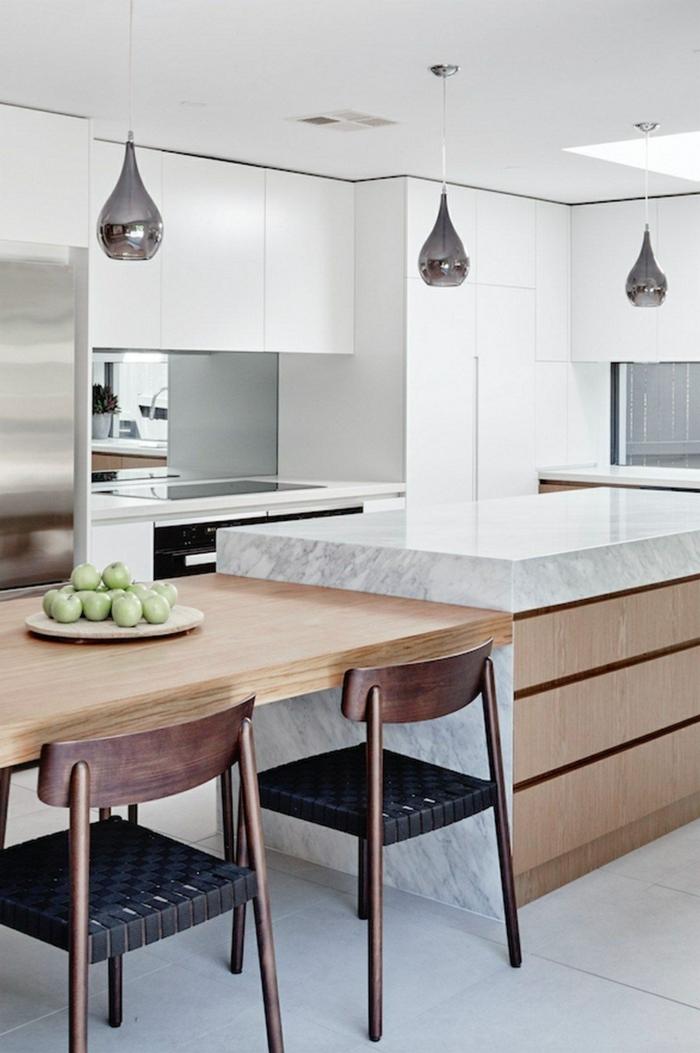 Kücheninsel mit Tisch, Inspiration für die modern Einrichtung der Küche, schlichte Holz Töne und Formen, unaufdringliche Lampen