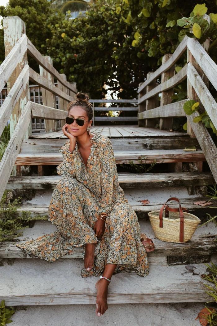 lange sommerkleider für den strand kleid mit floralem muster weißen und grüne blume julie sirinana style sincerely jules