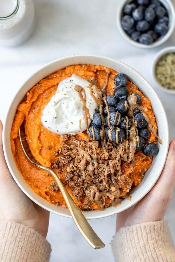 süßkartoffel frühstückschüssel mit blaubeeren gesunde ernährung paleo ernährung frühstuck