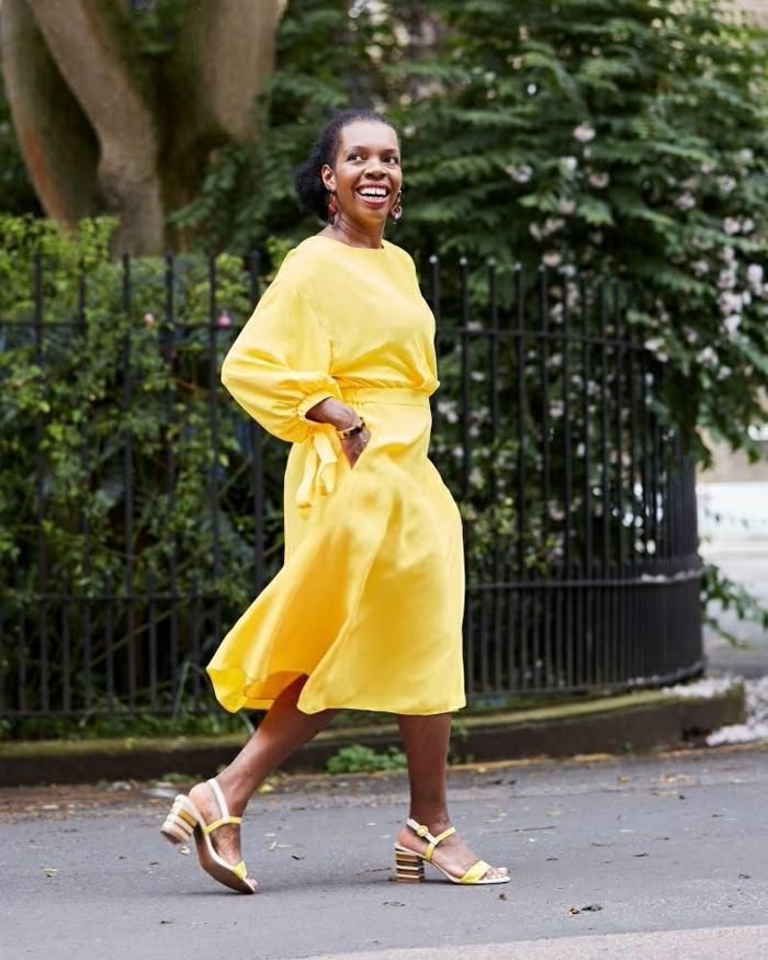 schönes gelbes kleid sommerkleider lang elegant mit ärmeln schlichte schuhe mit kleinem absatz