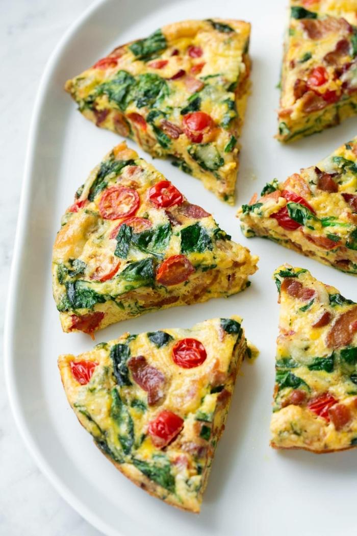 schwanger essen frühstücksideen omelette mit tomaten und spinat gesundes frühstück