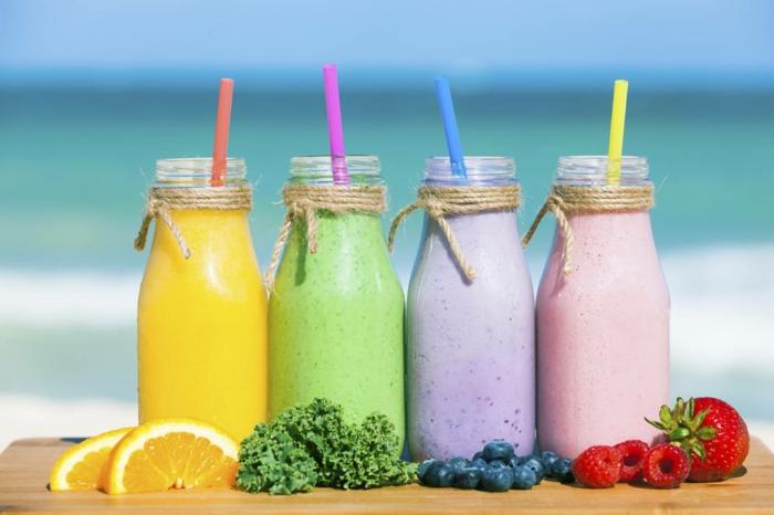smoothies zum abnehmen verschiedene smoothies aus erdbeeren himbeeren blaubeeren kale orange