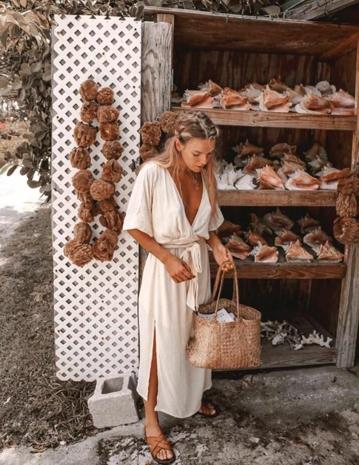 sommerkleid weiß lang sommer 2020 trends boho chic style große strohtasche kleid mit v neck