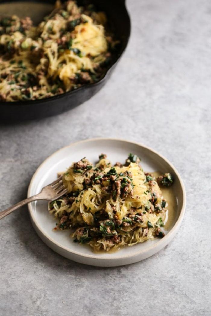 spaghettikürbis mit weißer bolognese sauce paleo ernährung rezepte interessante und gesunde gerichte