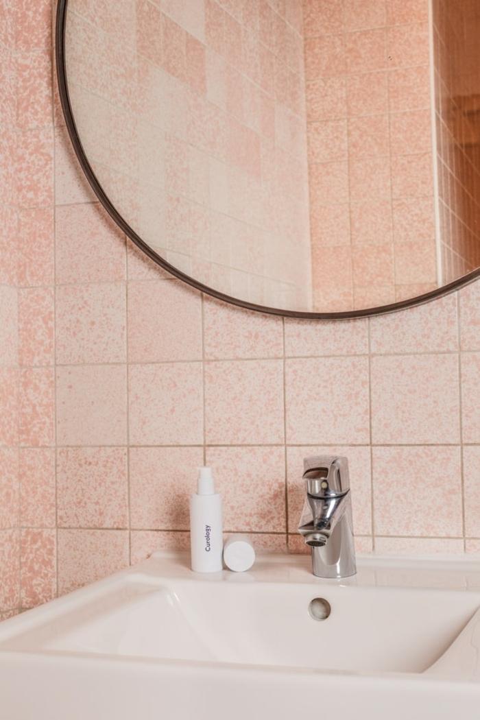 Badezimmer Spiegel mit Licht, kleine rosa Fliesen, großer runder Spiegel, Badspiegel nach Maß, Inneneinrichtung für das Badezimmer,