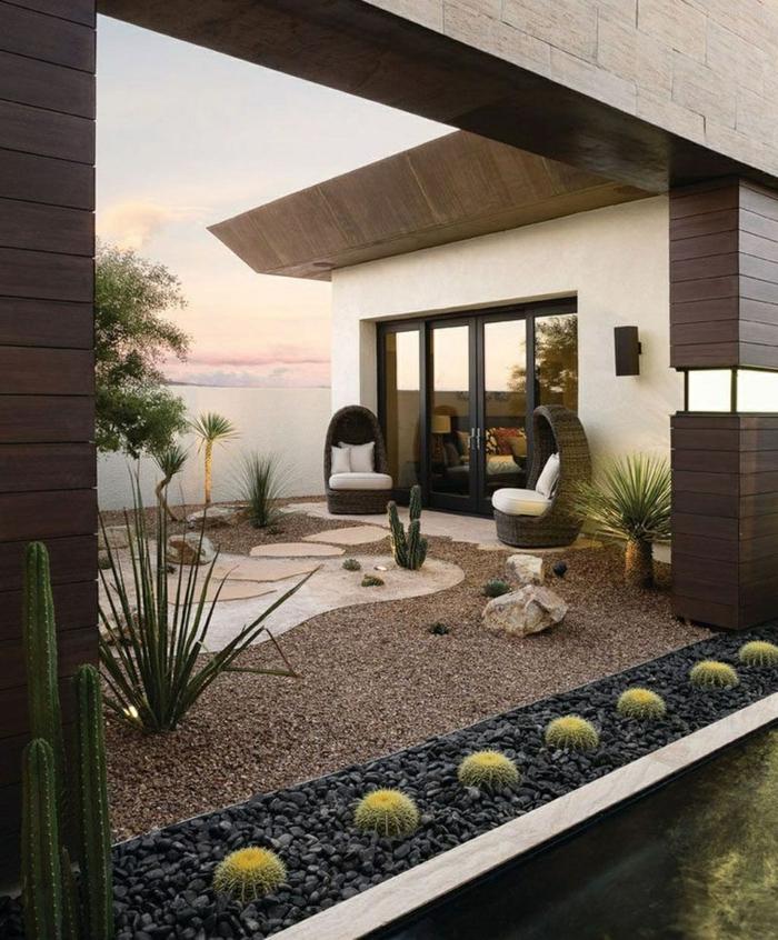 ultra moderner garten minimalistischer stil gartengestaltung bilder mit steinen zwei kleine sofas mit weißen kissen