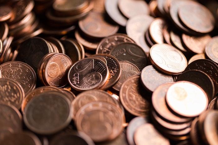 viele kleinebraune kupfermünzen gemeine und deutsche wespen vertreiben mit hausmitteln wespen vertreiben mit kupfermünzen