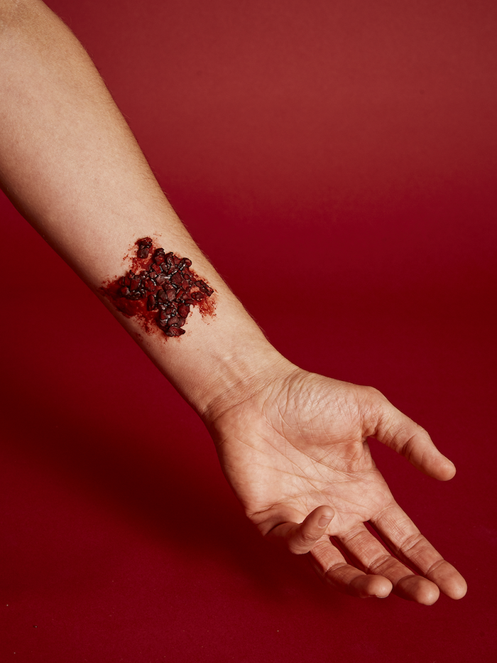 wie man fake scabs mit kunstblut selber machen kann eine hand mit kunstblut selber machen rezept