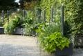 Dieser moderne Wind- und Sichtschutz bietet Flexibilität für die Terrasse