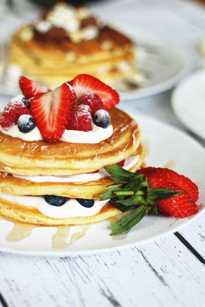 0 pfannkuchen rezept einfach und schnell frühstück ideen leckerer brunch frühstück mit beeren und creme