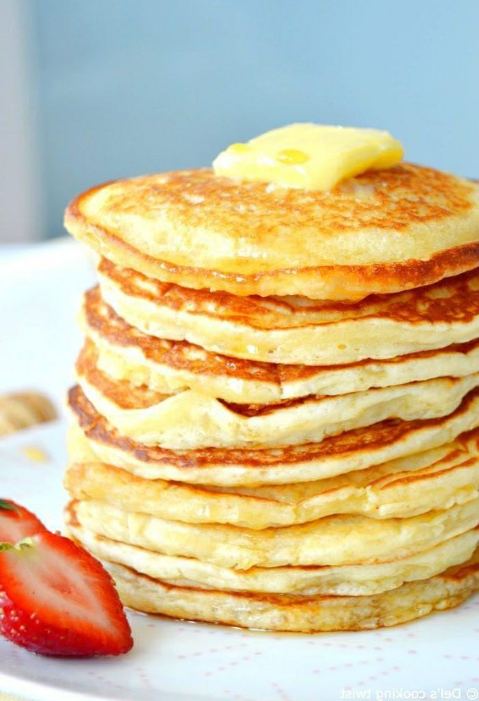 1 pfannkuchenteig rezept leckeres frühstück amerikanische pfannkuchen mit butter und erdbeeren