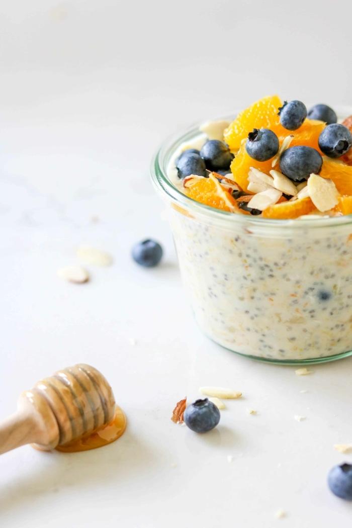 1 rezepte zum vorbereiten einen tag vorher haferflocken mit chia joghurt blaubeeren mandarinen und mandeln gesundes frühstück