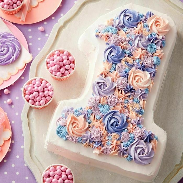 1 torte zum 1 geburtstag ideen und inspirationen geburtstagtorte eins dekorierert mit buttercreme und zuckerperlen