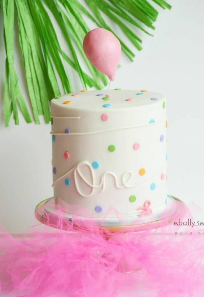 1 torte zum 1 geburtstag mädchen geburtstagskuchen one dekoriert mit rosa luftballon aus fondant