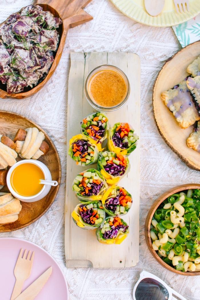 1 vegetarische partyrezepte zum vorbereiten frühlingsrollen mit karotten rotkraut mango einfache rezepte