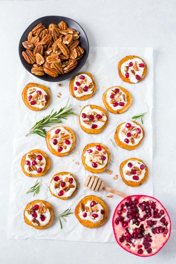 1 vegetarische partyrezepte zum vorbereiten häppchen mit süßkartoffeln granatapfelsamen käse und nüssen partyfood