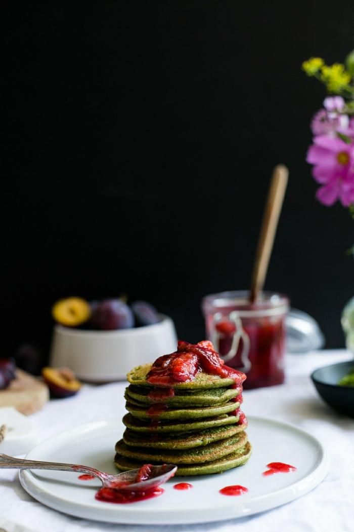 4 einfaches pfannkuchen rezept mit matcha und erdbeer marmelade frühstück für gäste brunch ideen