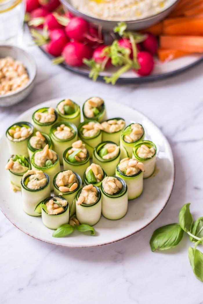 5 schnelle gerichte für gäste vegetarisch kochen häppchen aus zucchini und hummus party essen