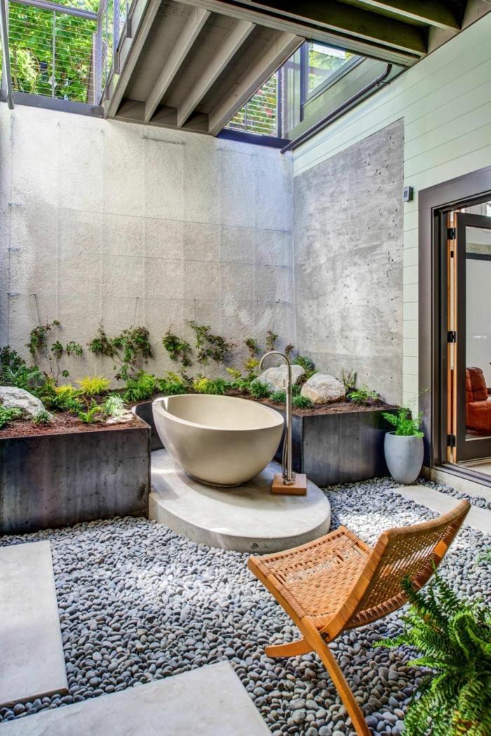 außenbadezimmer im tropischen stil große badewanne deko ideen mit steinen im garten ideen gartengestaltung
