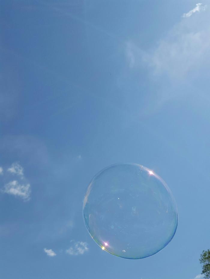 blauer himmel und wolken und eine große seifenblase seifenblsen selber machen diy anleitung stabile seifenblasen rezept ohne glycerin