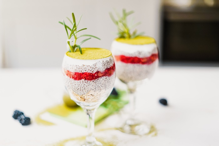chia pudding mit matcha und himbeeren veganer deseert party rezepte