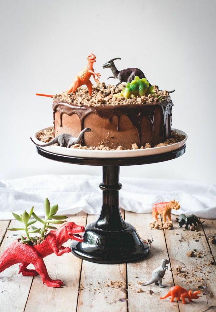 dinosaurier geburtstagsparty motto schokoladenkuchen lustige kuchen kindergeburtstag originelle ideen party geburtstag kinder