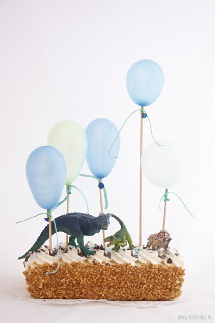 dinosaurier motto geburtstagskuchen kindergeburtstag dekoration blaue luftballons leckere rezepte für torten