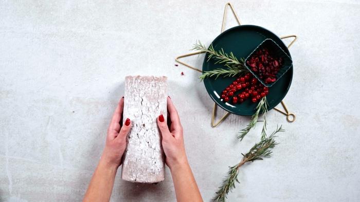 einfache backrezepte yule log selber machen rezepte zu weihnachten rolle mit haselnusscreme und kranbeeren
