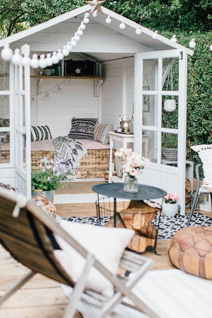 gaten mit einem kleinen sommerhaus garten gestalten ideen runder korbtisch gartengestaltung modern inpsiration